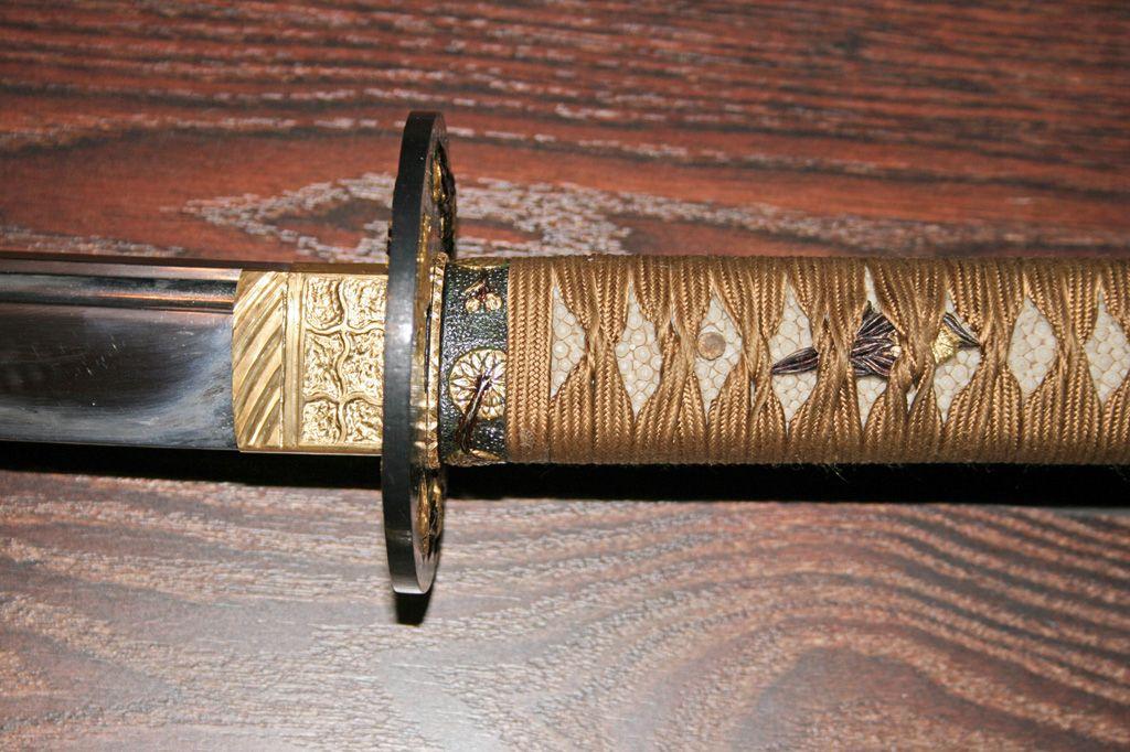 Катана - длинный японский мечь