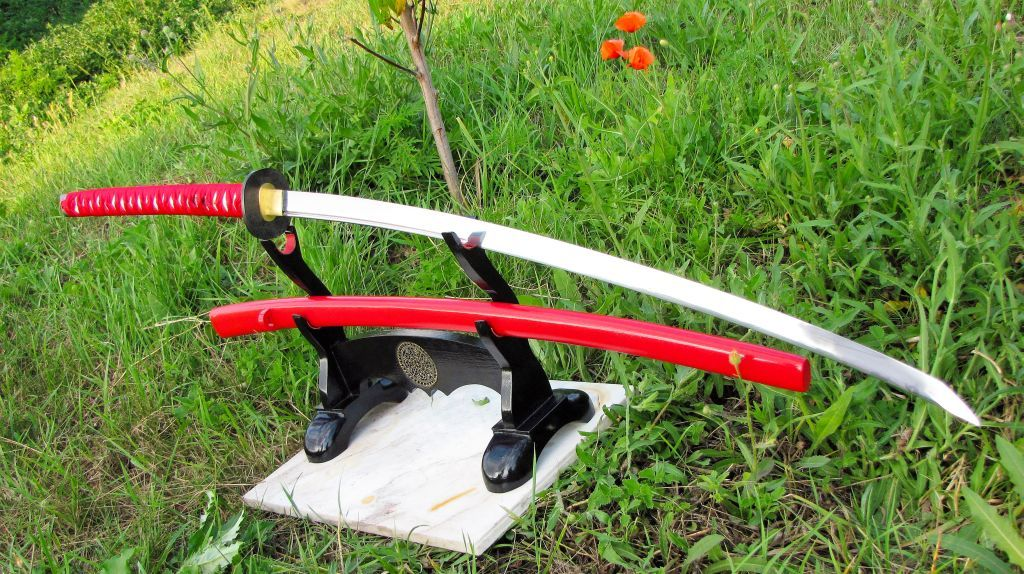 Нодати - японский меч на подставке